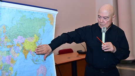 POLITOLOGIST GERARD SHALIAN DELIVERS A LECTURE AT YSU