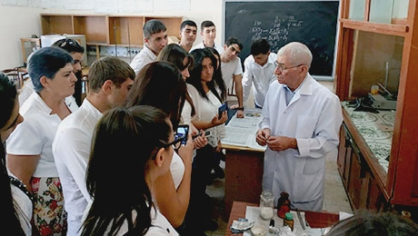 SCHOOLCHILDREN AT YSU FACULTY OF CHEMISTRY